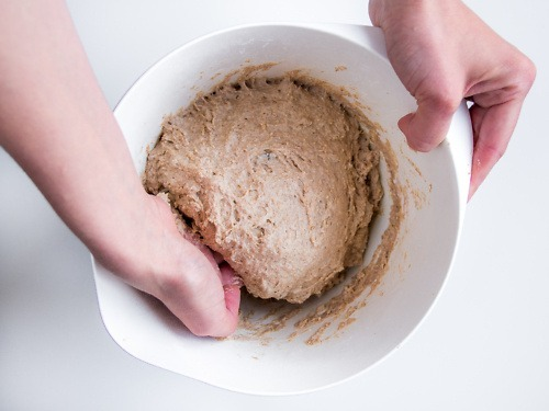 wyrabianie-ciasta-na-chleb